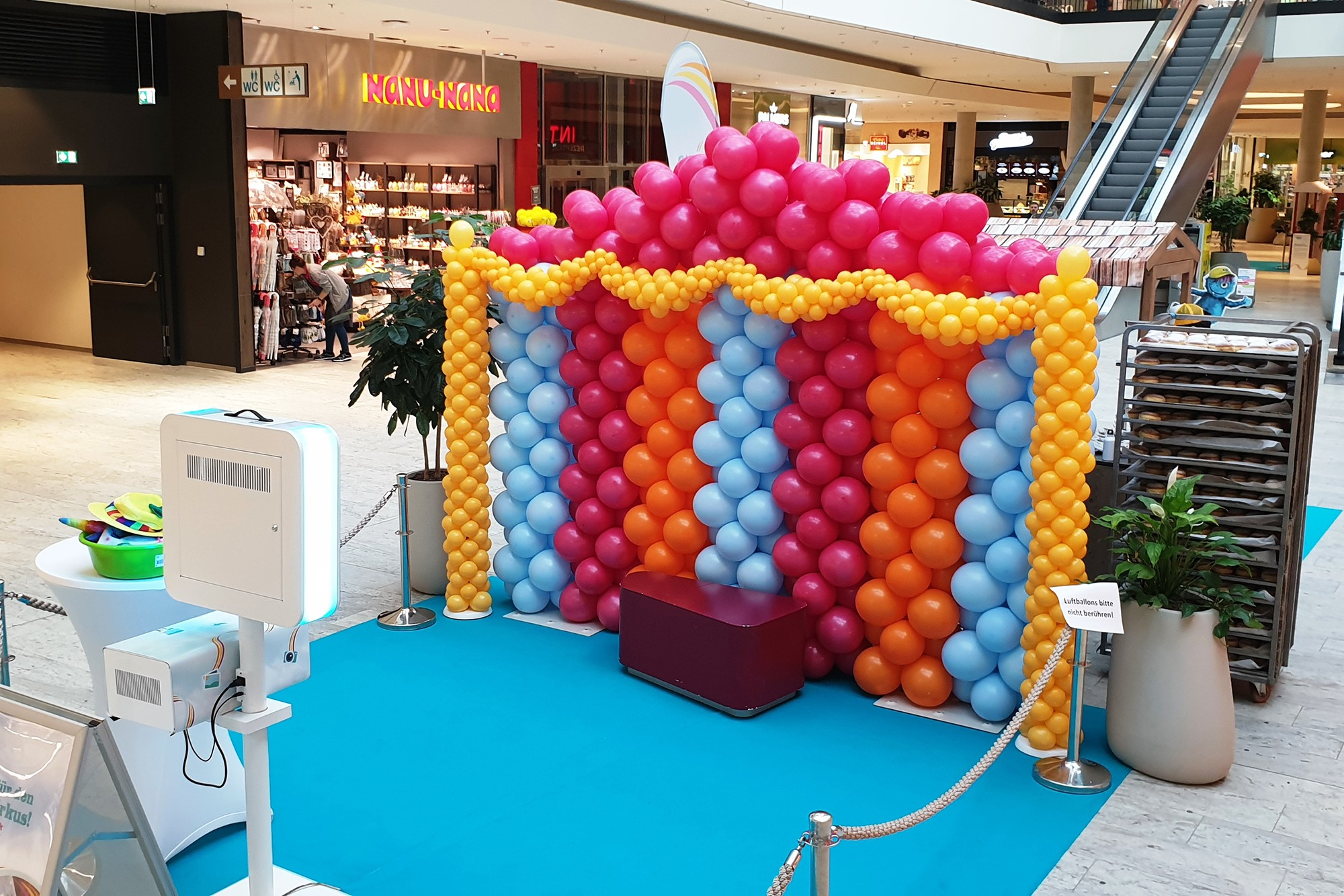 Ballonskulptur für Fotobox im EKZ Huma11 in Wien