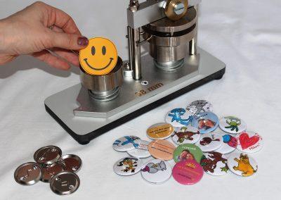 Buttons selber zeichnen und stanzen mit der Buttonmaschine