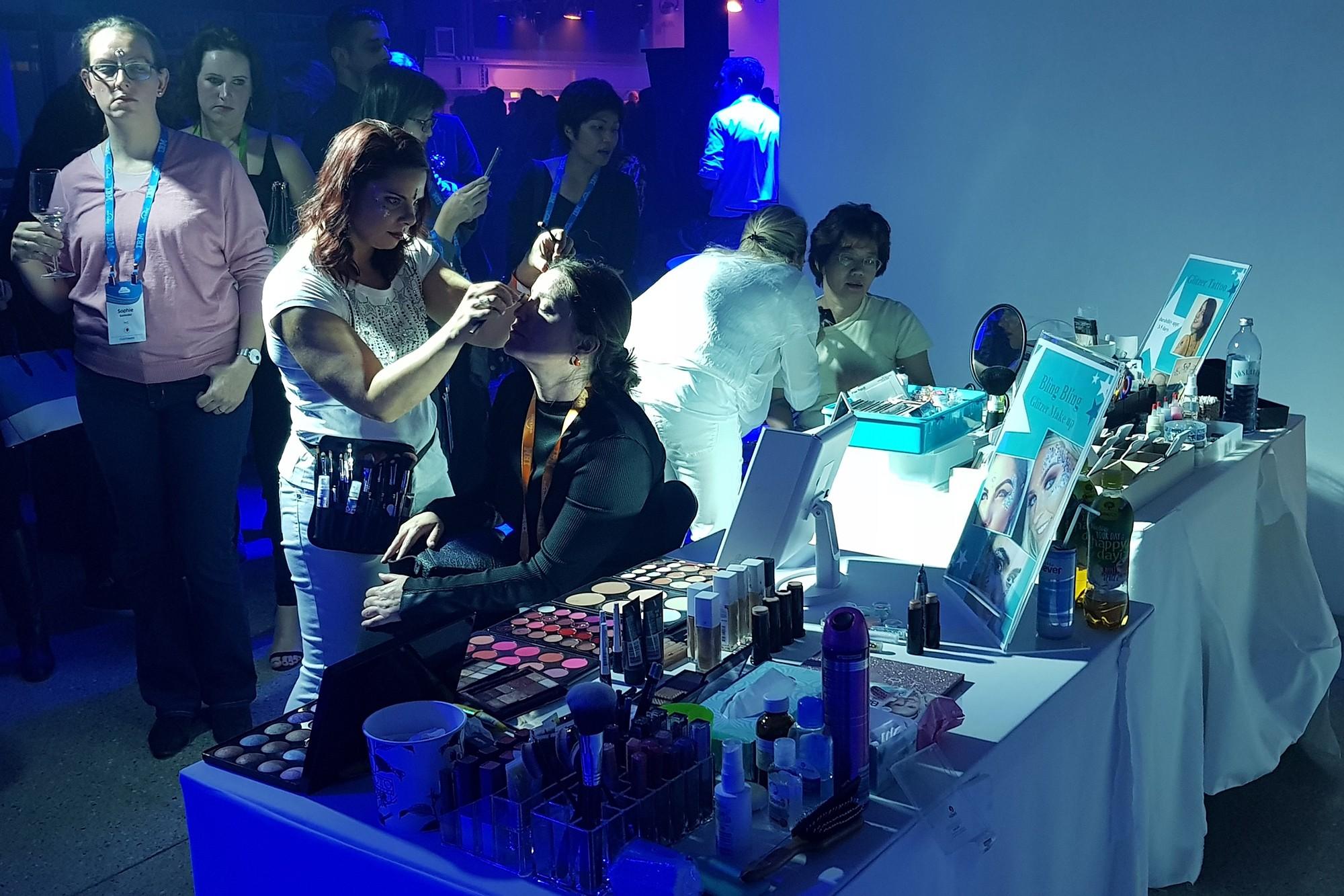 Abend Make Up und Glitzertattoos bei einem Kunden Event