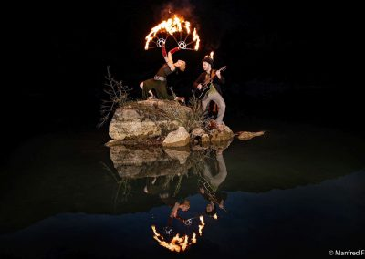 Feuershow begleitet mit Gitarre