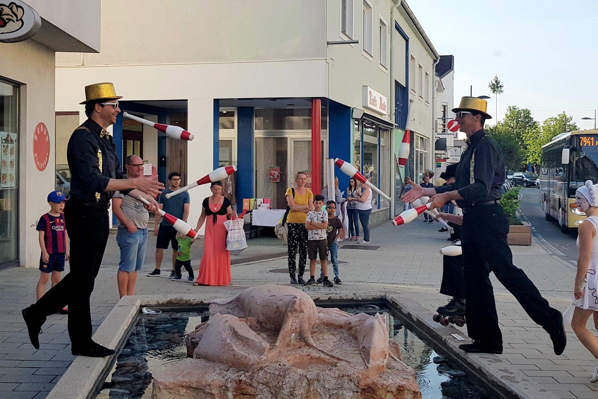 Jongleure bei einem Straßenfest in Oberpullendorf