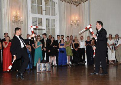 Jongliershow bei einer Mitternachtseinlage im Schloss Laxenburg