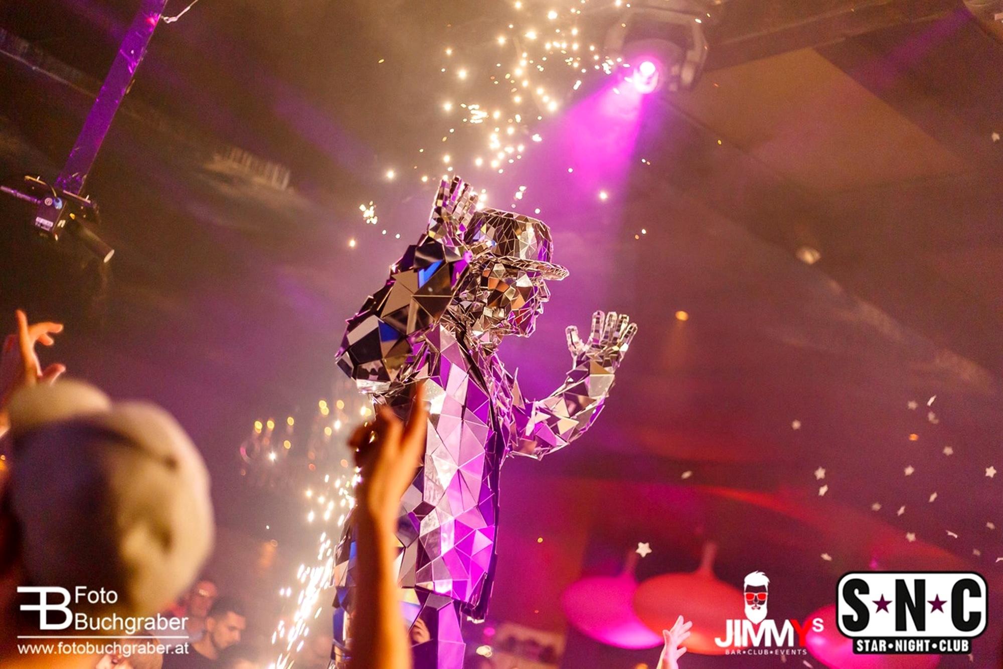 Mirror Man als Hingucker in der Disco oder bei einem Galaempfang