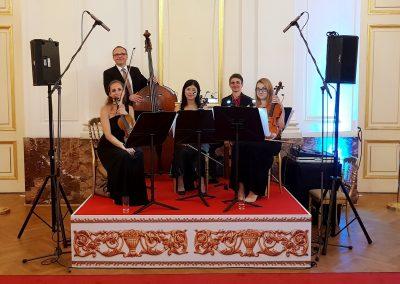 Das Streichquartett begleitet ihr Event als Untermalung oder performt live auf der Bühne