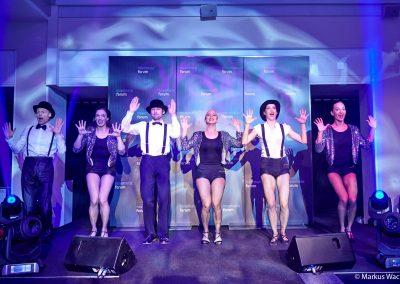 Federboa, Glitter und Glamour: Das Nachtleben taucht in die goldenen 20er-Jahre ein