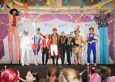 Zirkusshow im Einkaufszentrum für die ganze Familie